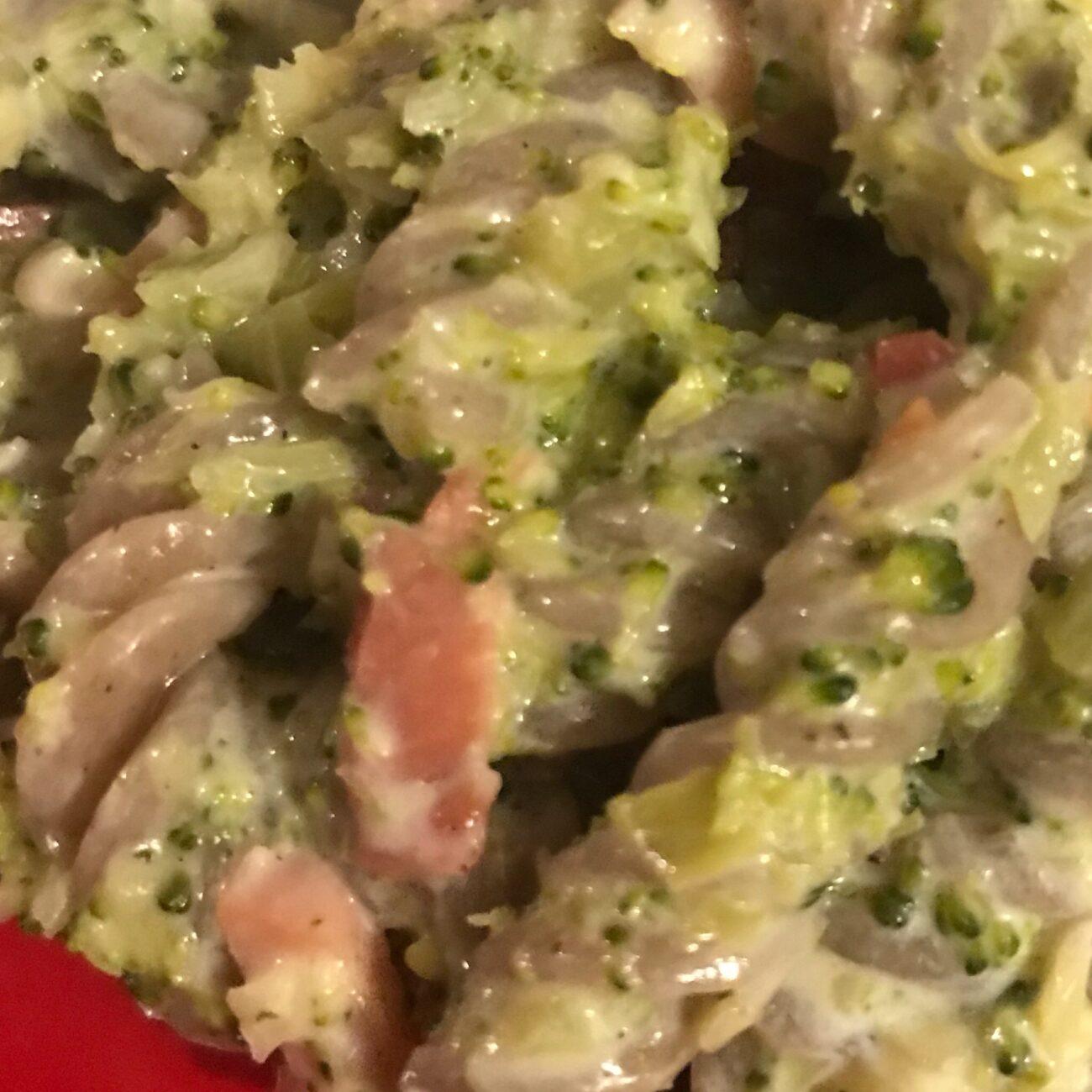 Pasta di grano saraceno con broccoli e speck