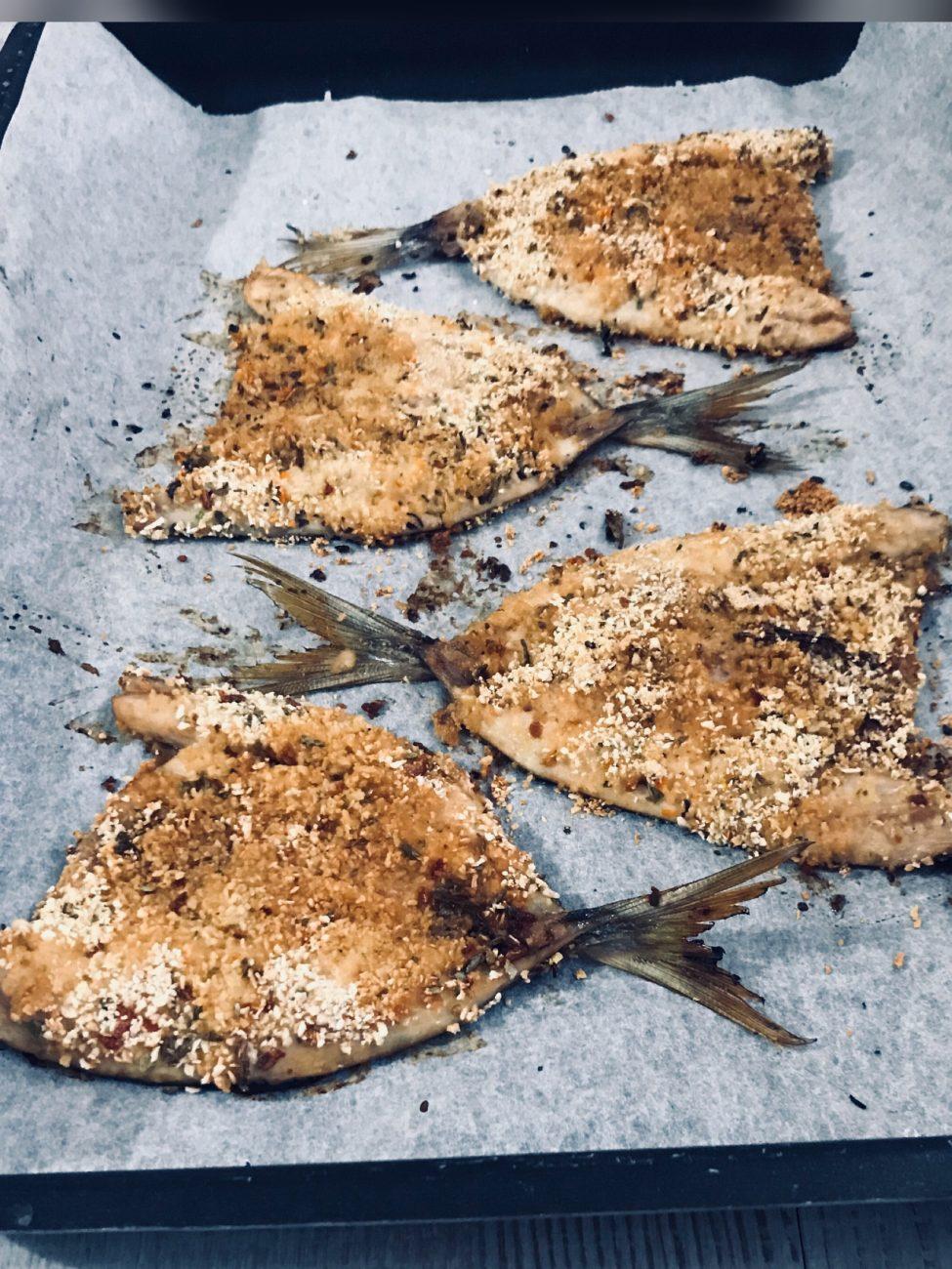 Pesce azzurro vestito a festa in panatura saporita