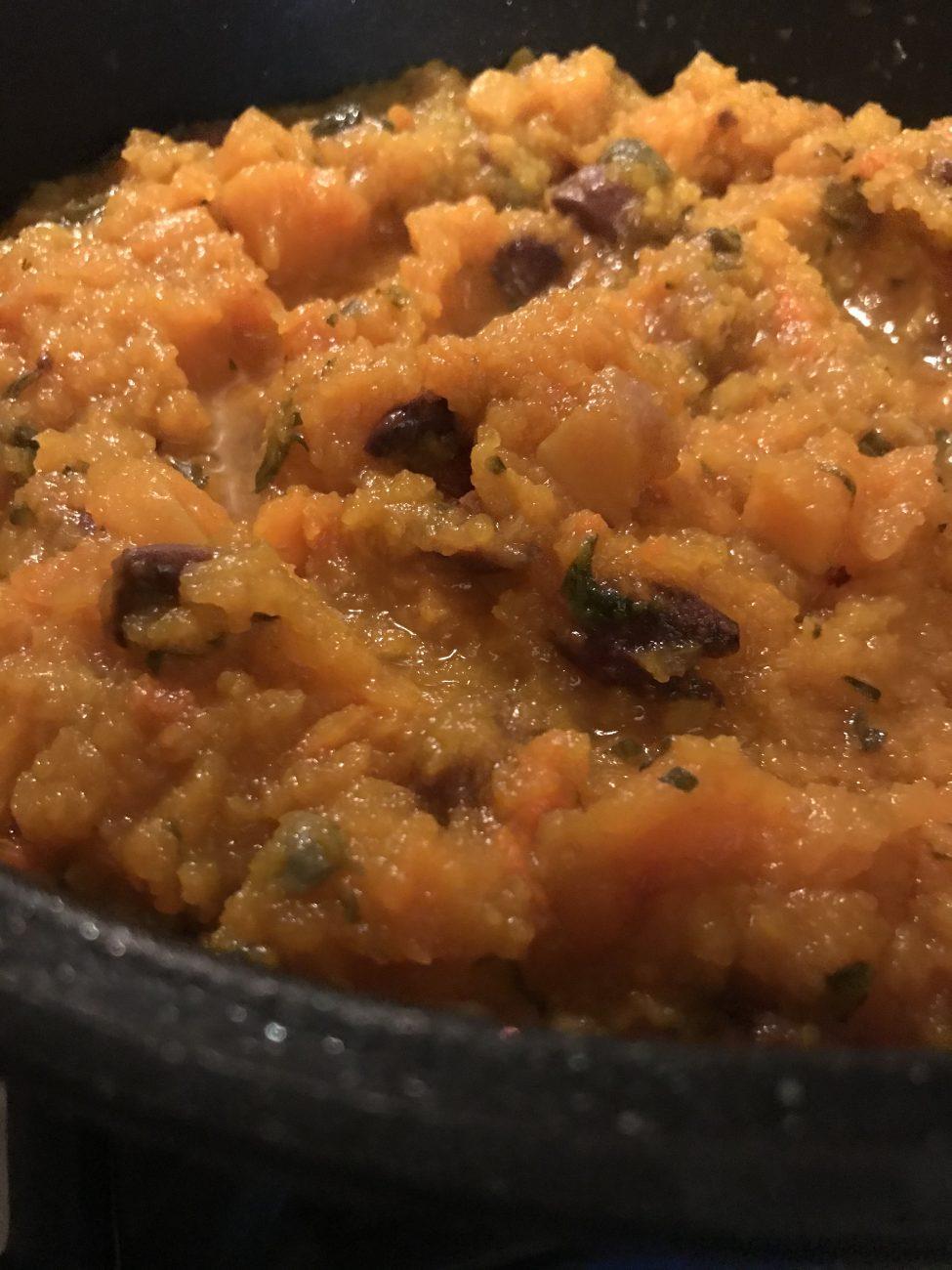 Zuppa contadina alla zucca con olive e capperi