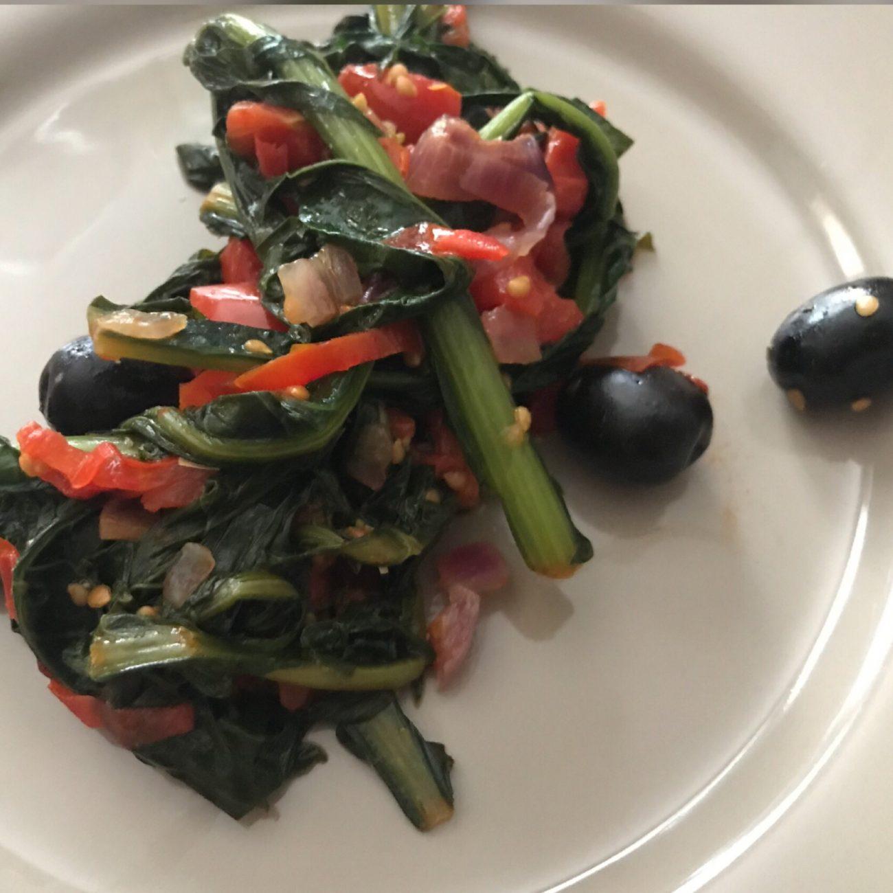 Cicoriette salentine con pomodorini e olive nere