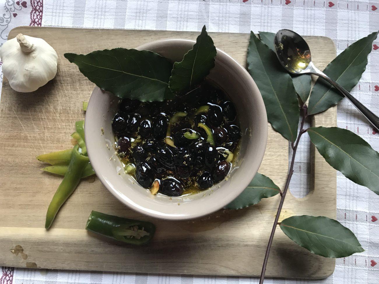Olive nere sotto sale alla calabrese