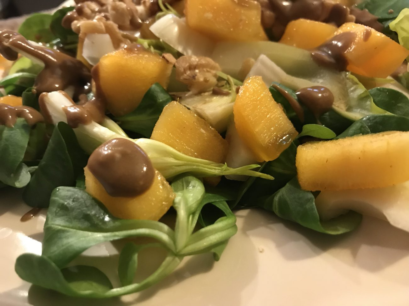Puntarelle e caco mela: il gusto in insalata